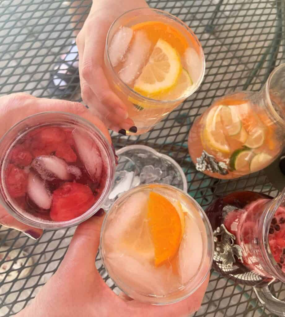 red and white sangria hand circle