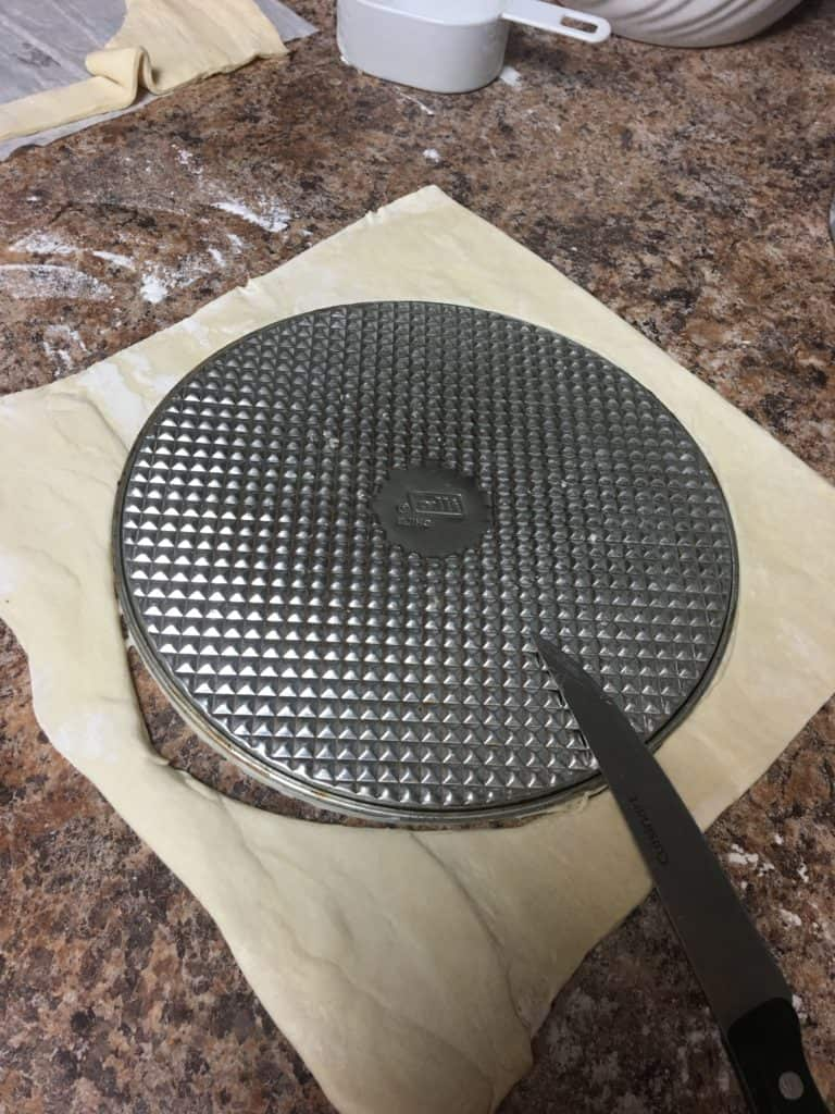 Cutting puff pastry circle